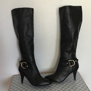 Guess Woman black heels boots. size 7M